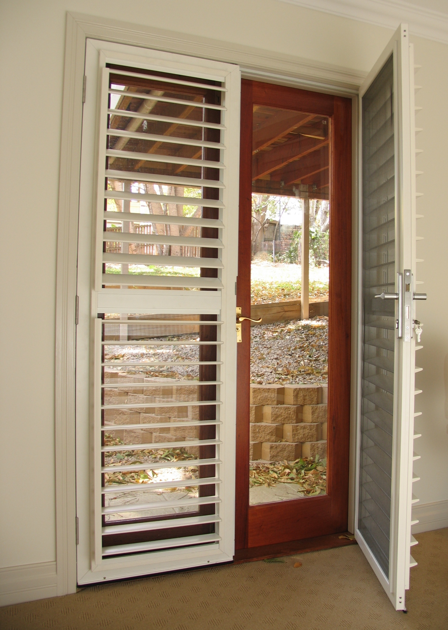 Lockable security shutters with insect screens selector for Insect screens for french doors